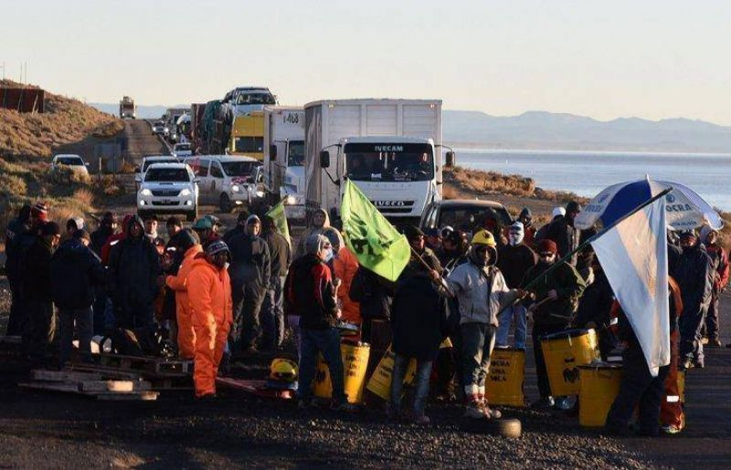 UOCRA cort� de manera intermitente acceso norte a Caleta por cinco horas