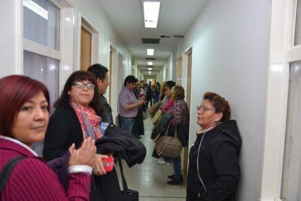 Empleados de la salud ocuparon la dirección del hospital y exigen paritarias