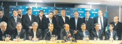 Vidal m�gica: junt� (enfrente) a los PJ que impulsan multipolic�a