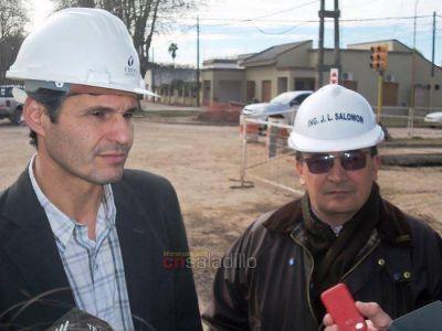 Salomón y Candia supervisaron las obras de pavimentación en la Avenida Rivadavia