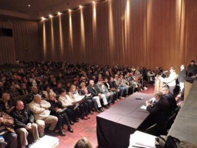 Provincia y Municipio completaron la entrega y firma de escrituras de tierras y viviendas