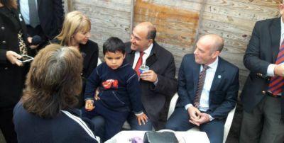 Manzur visit� el barrio Alto la P�lvora y destac� la importancia de �sumar esfuerzos�