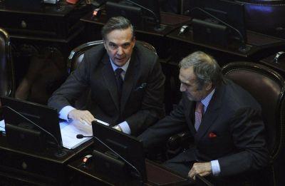 El peronismo se le plantó al Gobierno por el tarifazo y Reutemann lo apoyó