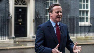 Pese a todo, Cameron se despidió con humor