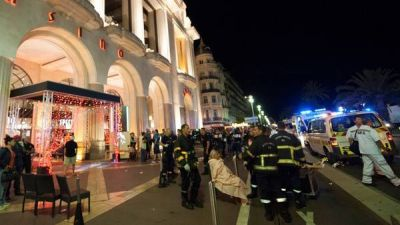 El horror volvió a golpear a Francia: 84 muertos en un ataque terrorista en Niza