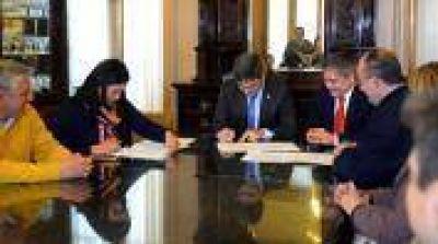 El Ejecutivo quiere ayudar a intendentes a escriturar unas 3 mil viviendas