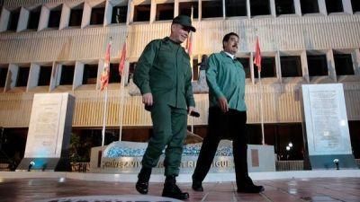 Cada vez m�s chavistas piden la salida o el revocatorio de Maduro