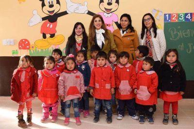 La Gobernadora inauguró un jardín de Infantes y la refacción de una escuela en Chilcán