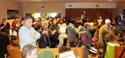 Tarifazo: manifestantes interrumpieron sesión del Concejo Deliberante