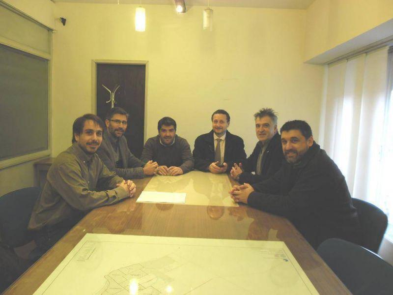 Acuerdo entre Adum y paritarios de la Universidad para regularizar interinos