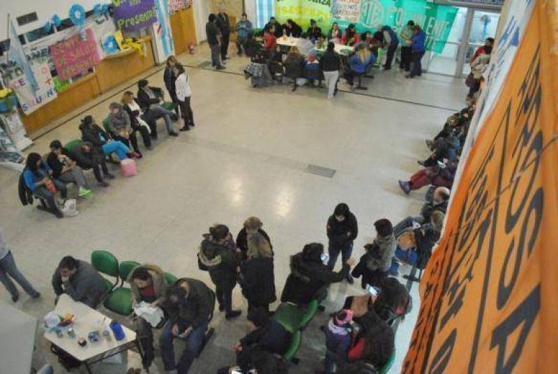 Ministerio de Salud hizo una nueva propuesta a ATE y APROSA para destrabar el conflicto