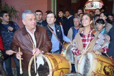 Junto a la Gobernadora y al Senador Zamora el Intendente Infante particip� de 14� Marcha de los Bombos