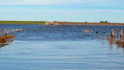 Una localidad de Adolfo Alsina cercada por el agua