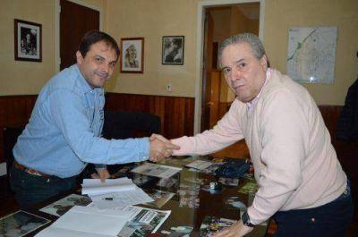 Alessandro firmó un convenio con la Universidad Siglo XXI