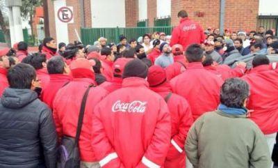 Los despidos de la Coca Cola contradicen los anuncios de Macri en abril
