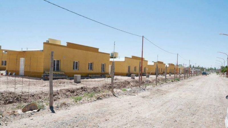 Si no arrancan las 176 viviendas, la UOCRA se movilizará en las calles