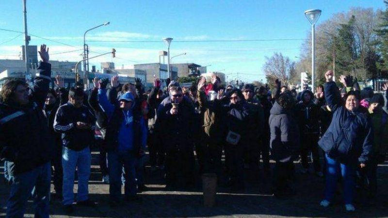 Municipales levantaron el corte de ruta y volver�an el mi�rcoles a las calles