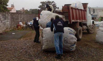 Venden material reciclado