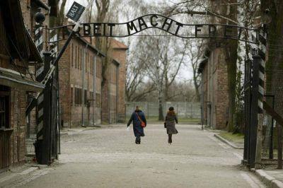 Francisco en Auschwitz permanecerá en silencio y se reunirá con supervivientes