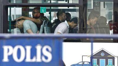 Reprimen a los medios críticos y refuerzan la censura en Turquía