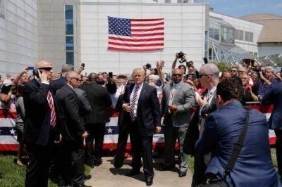 Trump llegó a Cleveland, los republicanos se preparan para celebrar su nominación