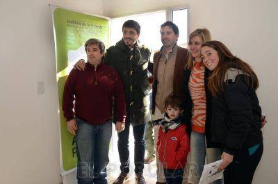 Barrio Qu�mico: siete nuevas familias, con casa propia