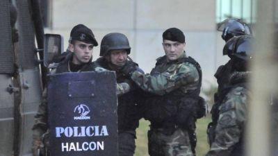 El búnker de López: varios mails políticos y tarjetas de Randazzo
