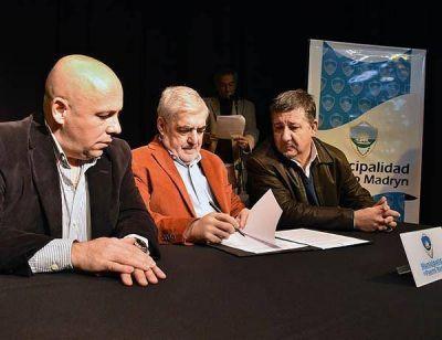 Das Neves y Sastre firmaron convenio para 40 cuadras de pavimento en Puerto Madryn
