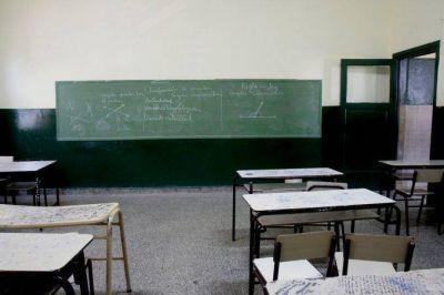Grave: gremios docentes dejan sin vuelta a clases a cinco provincias