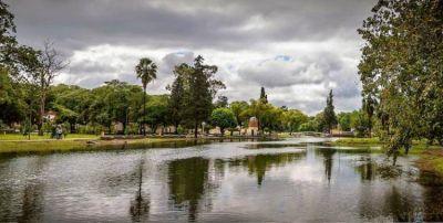 Inician las mejoras en el parque 9 de Julio y se analizan propuestas para el lago y la confitería