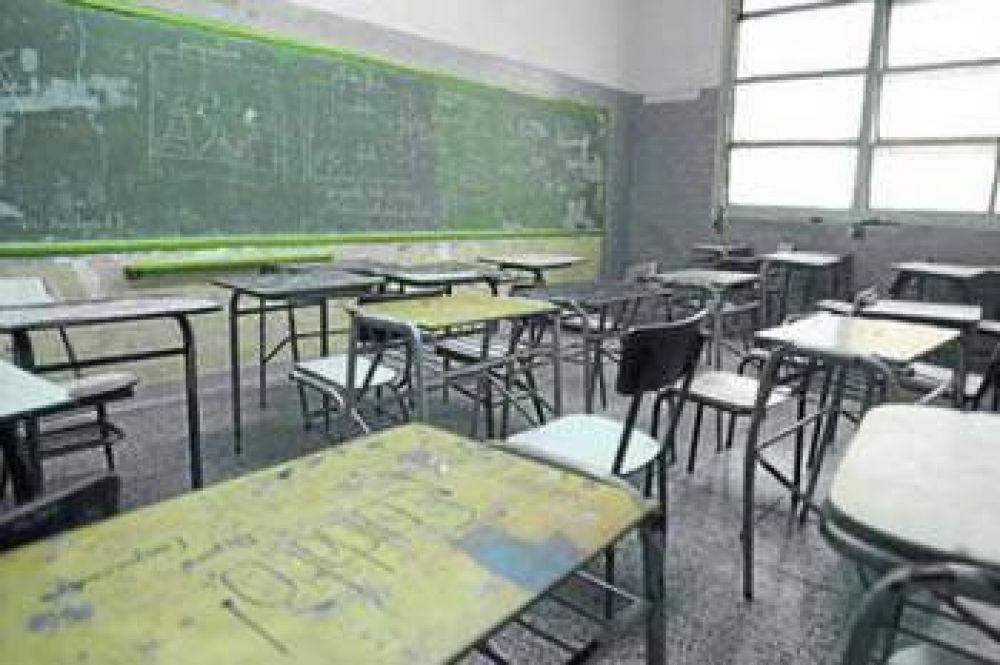ARRANCAN LAS CLASES PERO ATECH VUELVE AL PARO