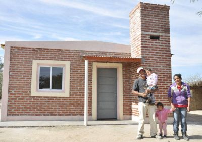 Decenas de familias de Vaca Human cuentan con techo digno