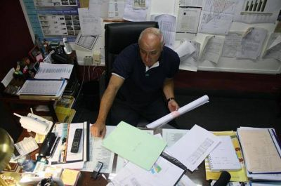Durán justificó que las listas de beneficiarios pasen por políticos