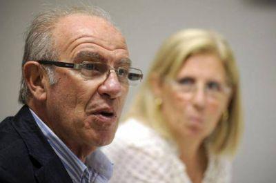 El vicerrector promete que se cobrar� la deuda a los ocupantes de viviendas de la UNT