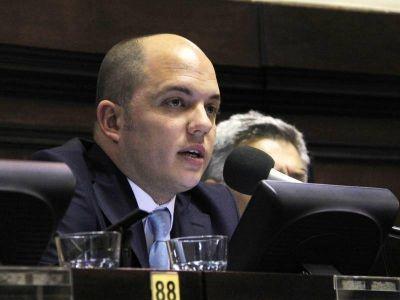 """Avelino Zurro: """"Vidal quiere adjudicarse obras que está ejecutando la misma municipalidad"""""""