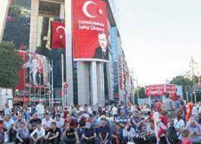 Purgas, despidos y promesas de Erdogan