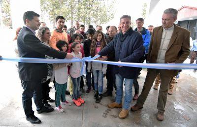 Reinicio de clases: Arcioni y Menchi encabezaron el acto central en Gualjaina inaugurando una escuela nueva y la ampliación de otra
