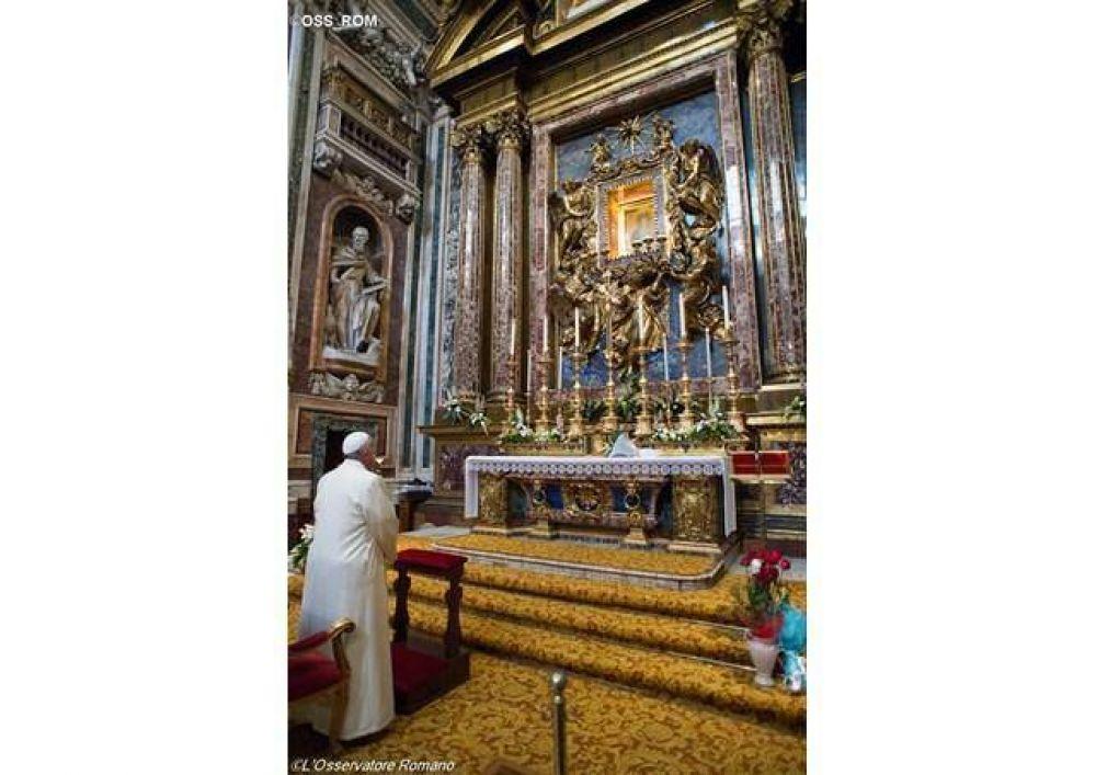 El Papa en la iglesia de Santa María la Mayor reza por su viaje a Polonia