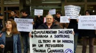 Beneficiarios del Procrear reclaman un