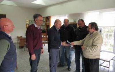 Reyes entregó un subsidio a los Bomberos de Coronel Dorrego