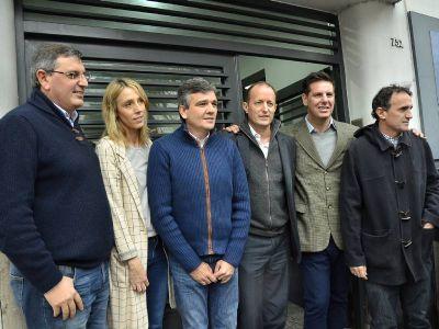 Junto a intendentes del FpV, Atanasof present� el Grupo Esmeralda