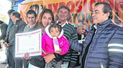 M�s viviendas sociales en Vaca Human, Salavina
