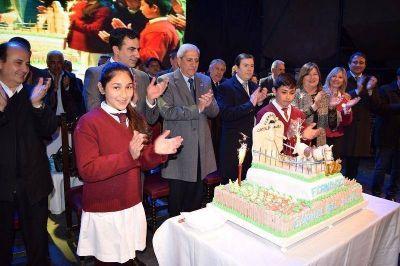 Fernández celebró un nuevo Aniversario con inauguración de obras y entrega de viviendas sociales