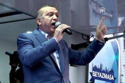 Erdogan defiende la pena de muerte, viajará a Rusia y alimenta la tensión con la UE