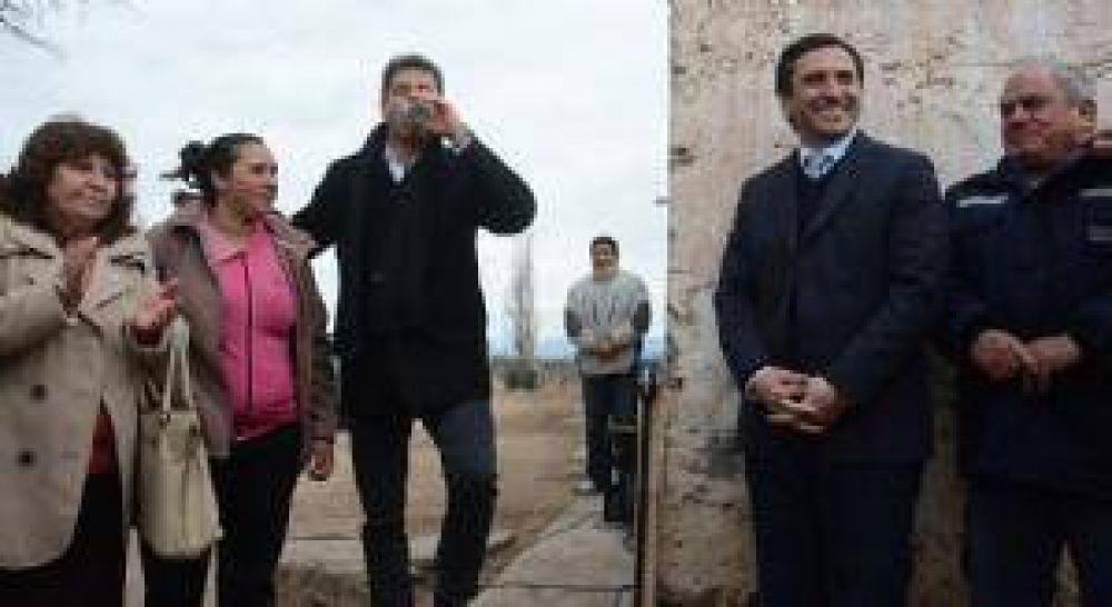 Inauguran sala velatoria, y aseguran más agua potable en San Martín