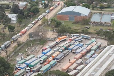 M�s de cien camiones por d�a descargan granos en el Centro de Acopio de Barranqueras