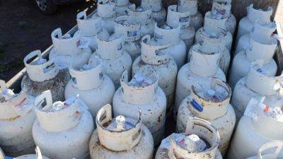 Insólito: El Municipio vende garrafas a $77 en Batán sólo una hora a la semana
