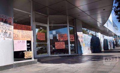 Por los sucesivos actos de vandalismo hacen puertas blindadas para las escuelas