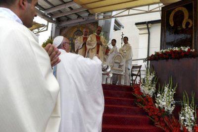 Papa Francisco: Dios nos salva haciéndose pequeño, cercano y concreto