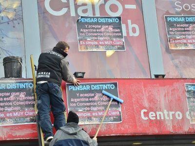 """Escrache: """"Movistar, Nextel, Personal y Arsat están dentro de nuestro convenio; Claro no"""""""